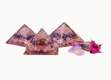 პირამიდა მინერალური ქვისგან